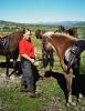 Folk og hester trives i fjellet. Foto: Rune Benonisen