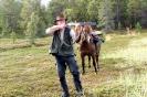 Hest og mann; jaktkonsentrasjon. Foto: Lasse Leander, Ridehesten.